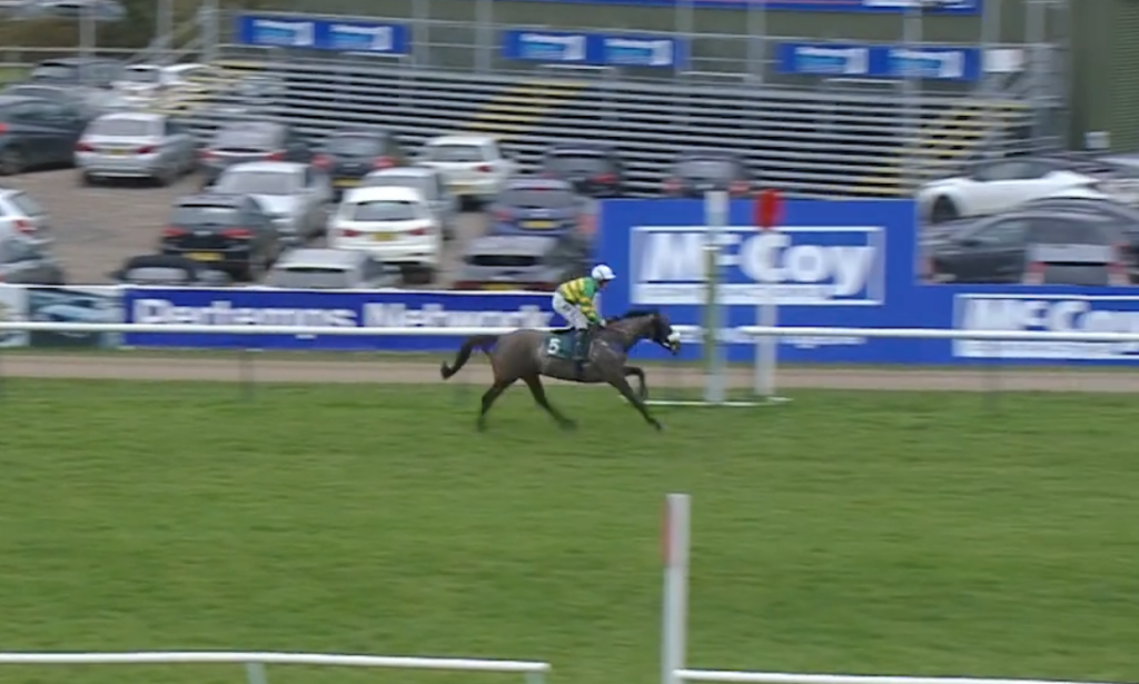 Kimberlite Candy won the 3m 5fContractors Civil Engineering Classic Handicap Chase at Warwick on Saturday.